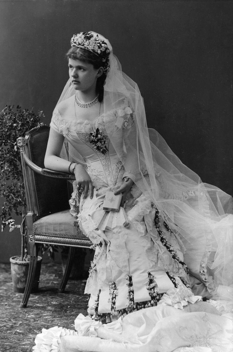 La princesse Helena de Waldeck et Pyrmont qui épouse le 27 avril 1882 le prince Leopold, duc d'Albany (fils de la reine Victoria)