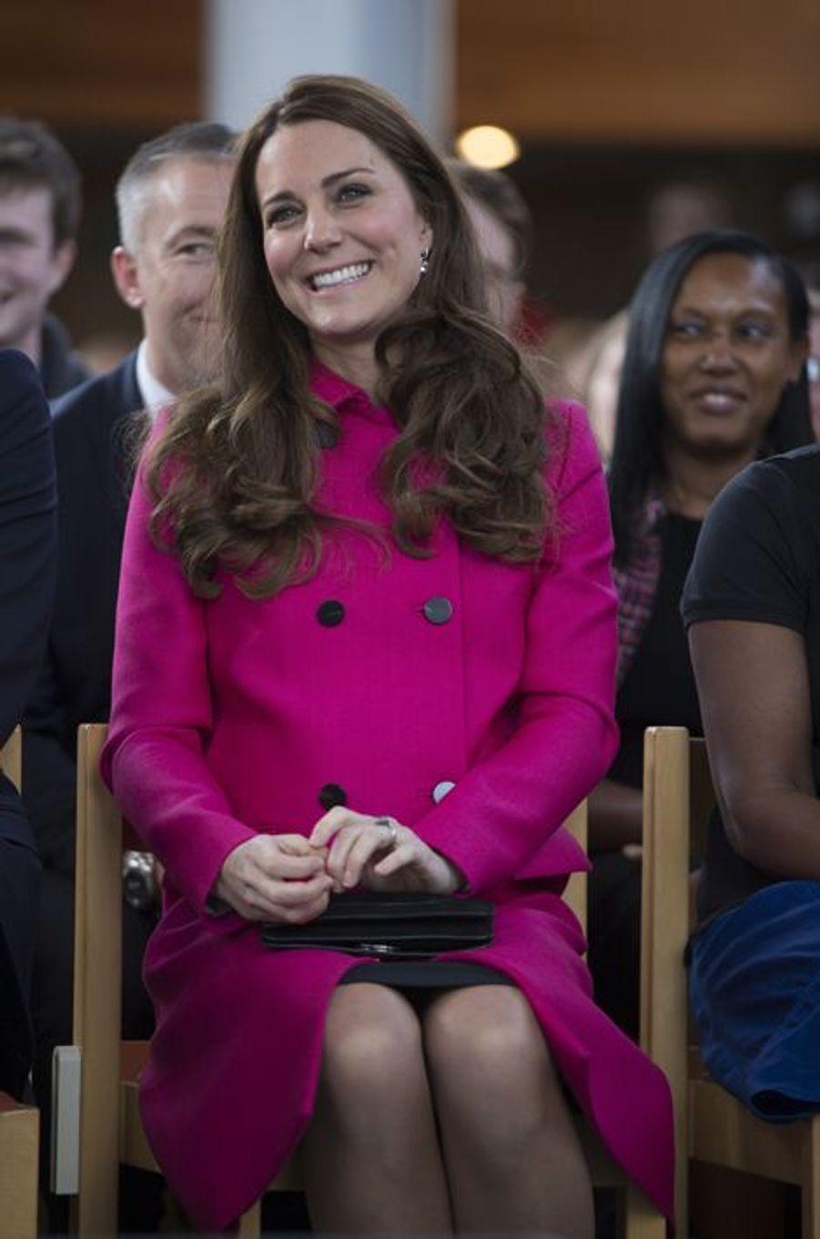 Kate assistent à un spectacle des jeunes de XLP à Gipsy Hill, le 27 mars 2015