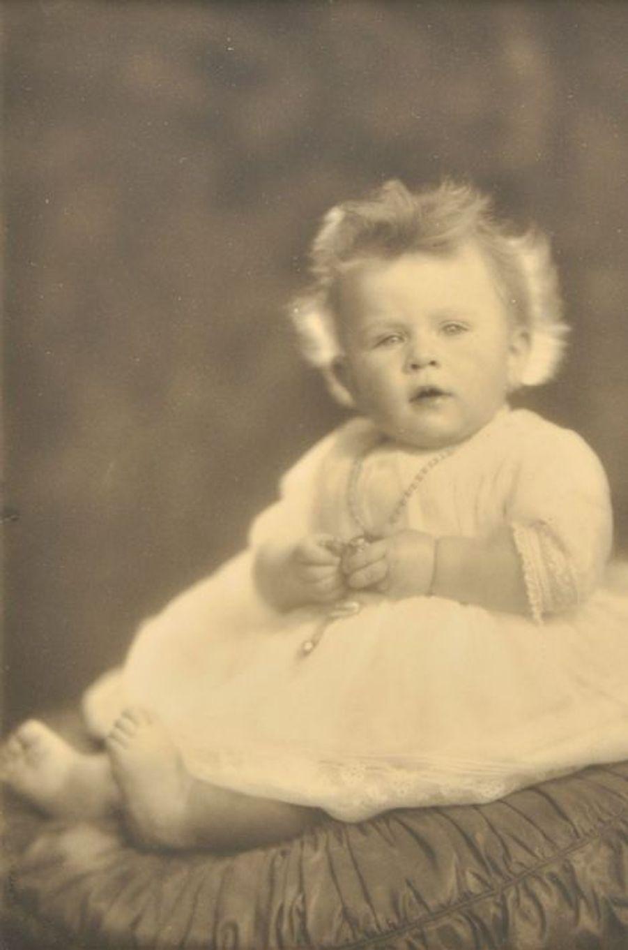 La reine Elizabeth II à 9 mois, le 20 janvier 1927