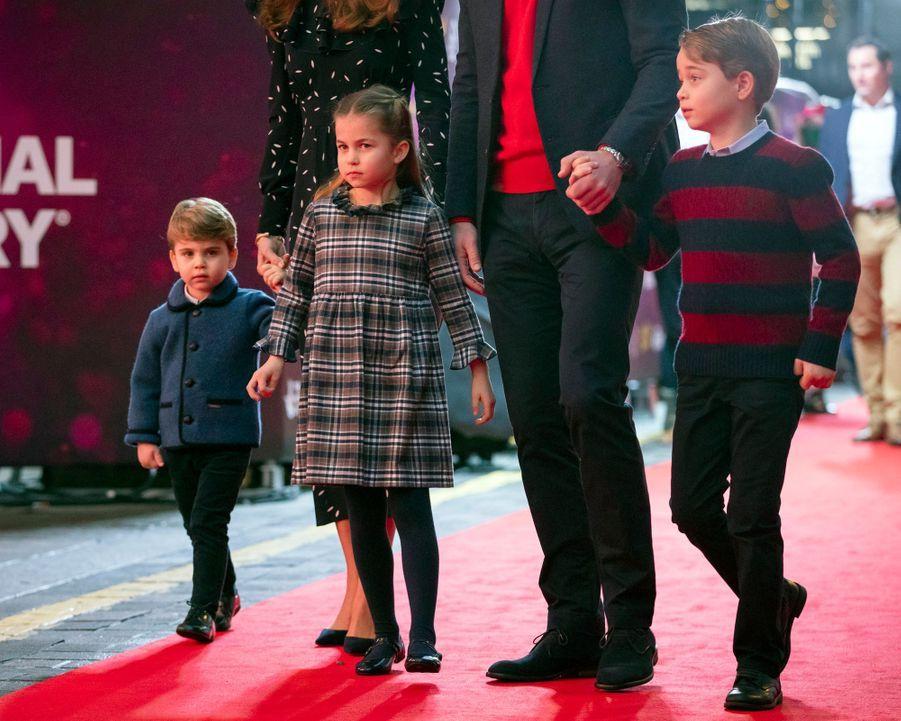 Les princes Louis et George et la princesse Charlotte de Cambridge, les trois enfants du prince William et de Kate Middleton, le 11 décembre 2020
