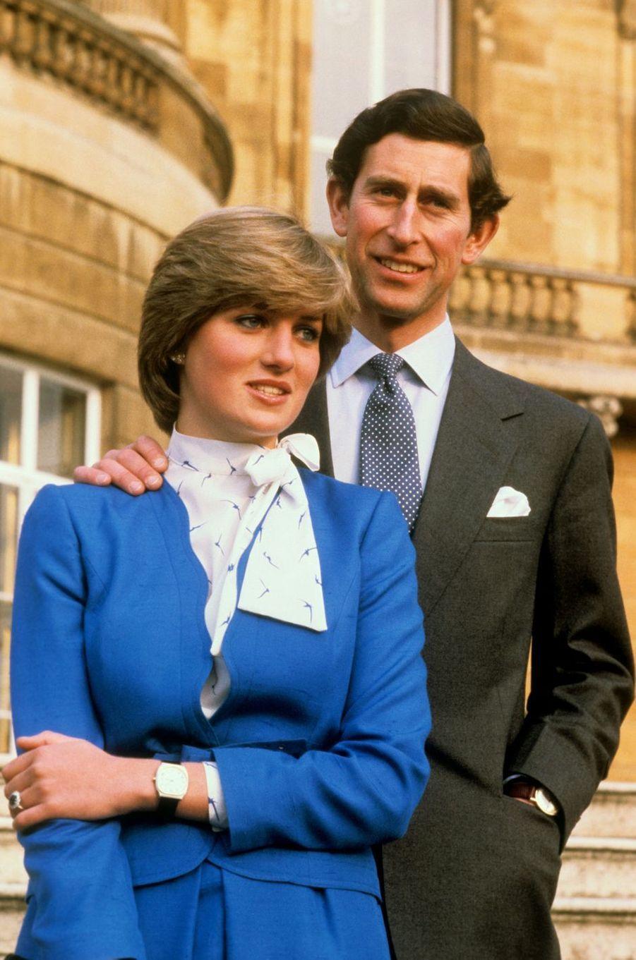 Lady Diana et le prince Charles lors de l'annonce de leurs fiançailles le 24 février 1981