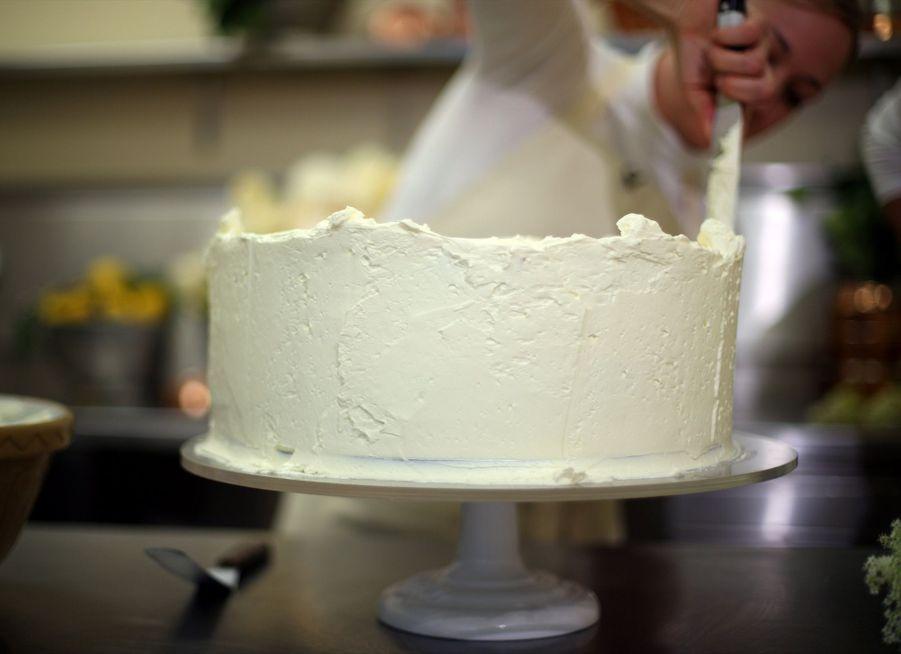 Le Gâteau De Mariage De Meghan Et Harry Dévoilé Par Sa Pâtissière ( 7