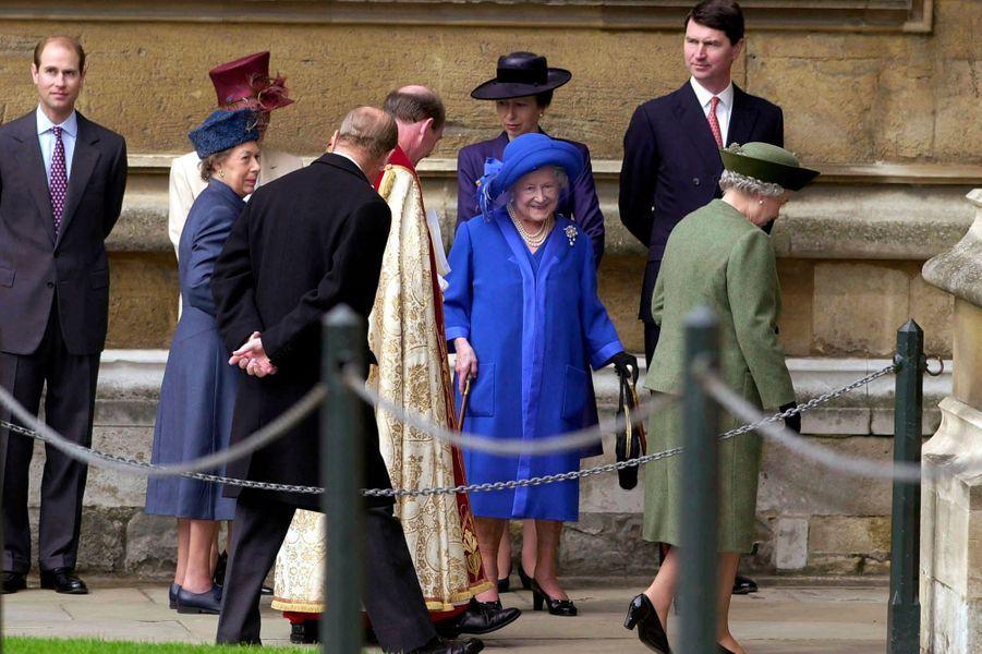 Timothy Laurence avec la famille royale, dont la Queen Mum et la princesse Margaret, le 23 avril 2000