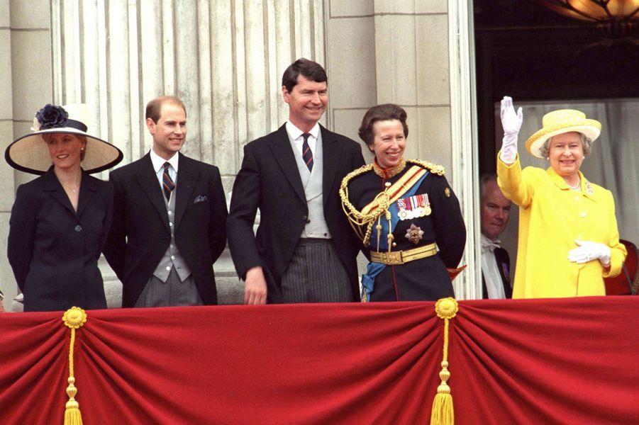Timothy Laurence et la princesse Anne avec la reine Elizabeth II, le princes Edward et Sophie de Wessex, le 12 juin 1999