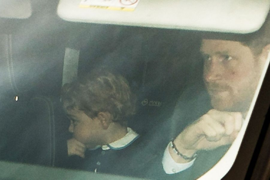 Le prince Harry et le prince George à Londres, le 16 décembre 2015