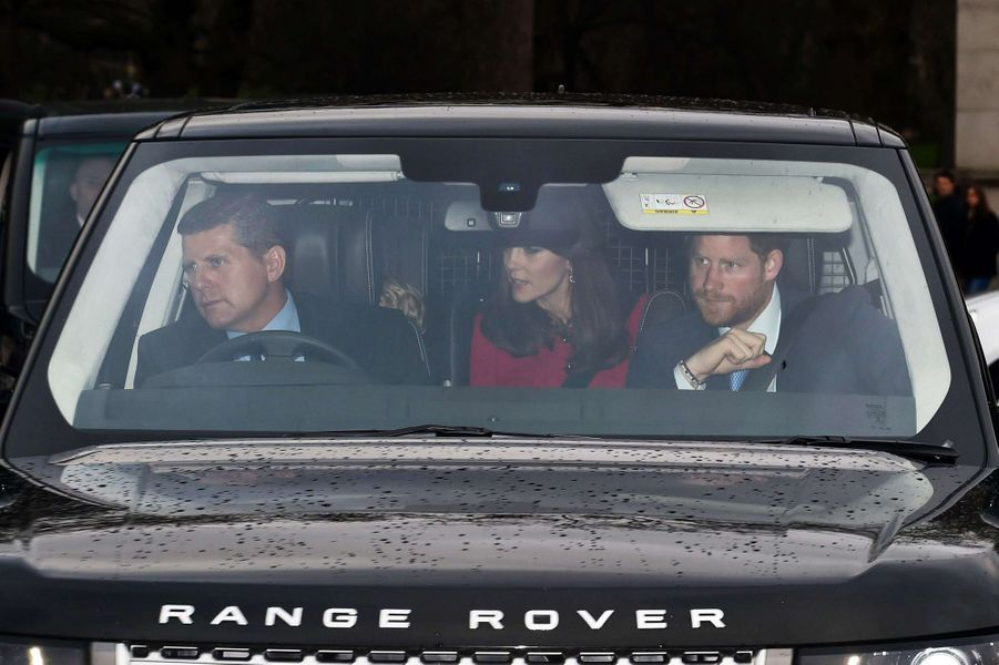 Le prince Harry, la duchesse Cambridge Kate et le prince George à Londres, le 16 décembre 2015