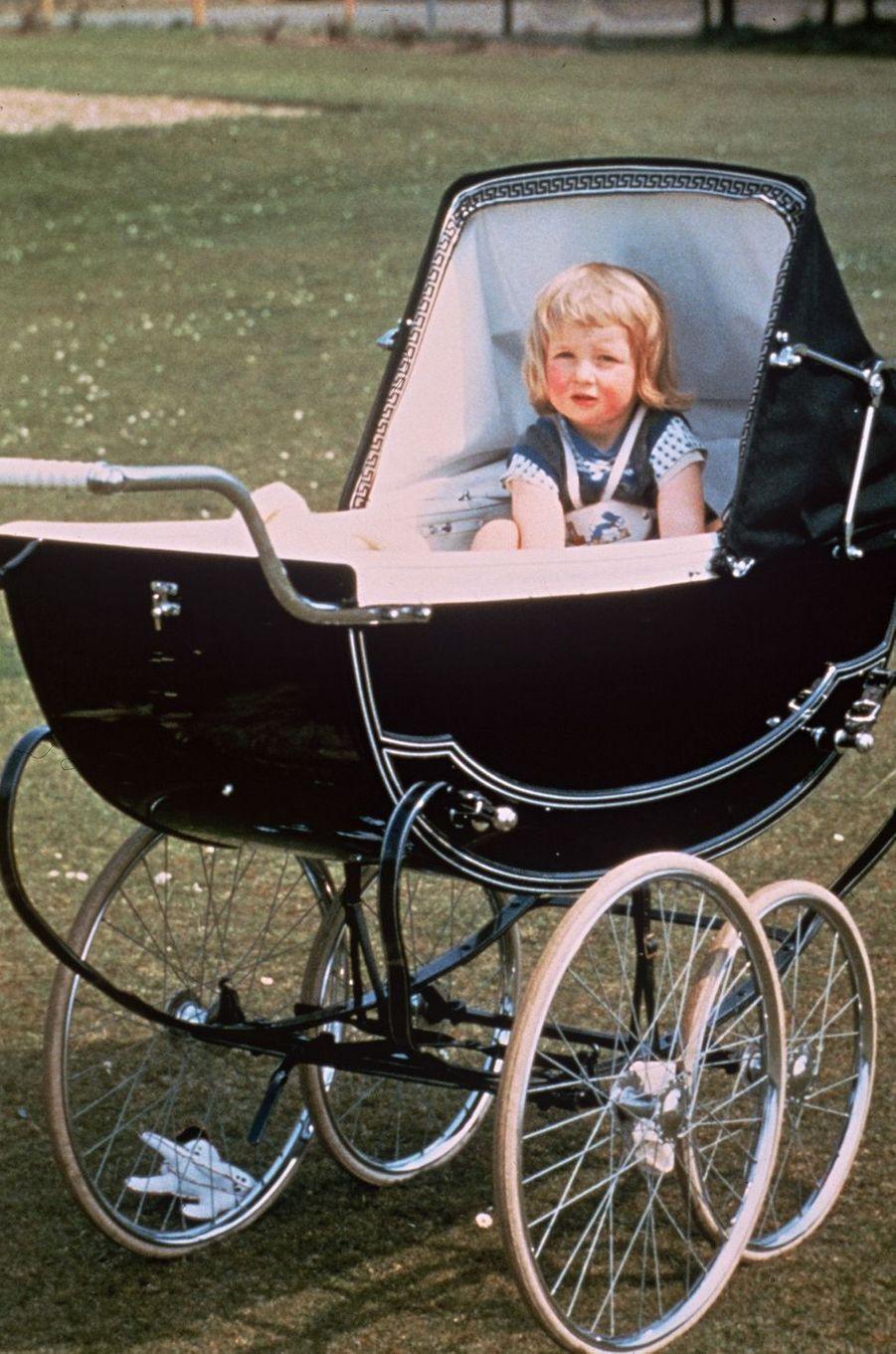 Diana Spencer, à 2 ans, le 1er juillet 1963