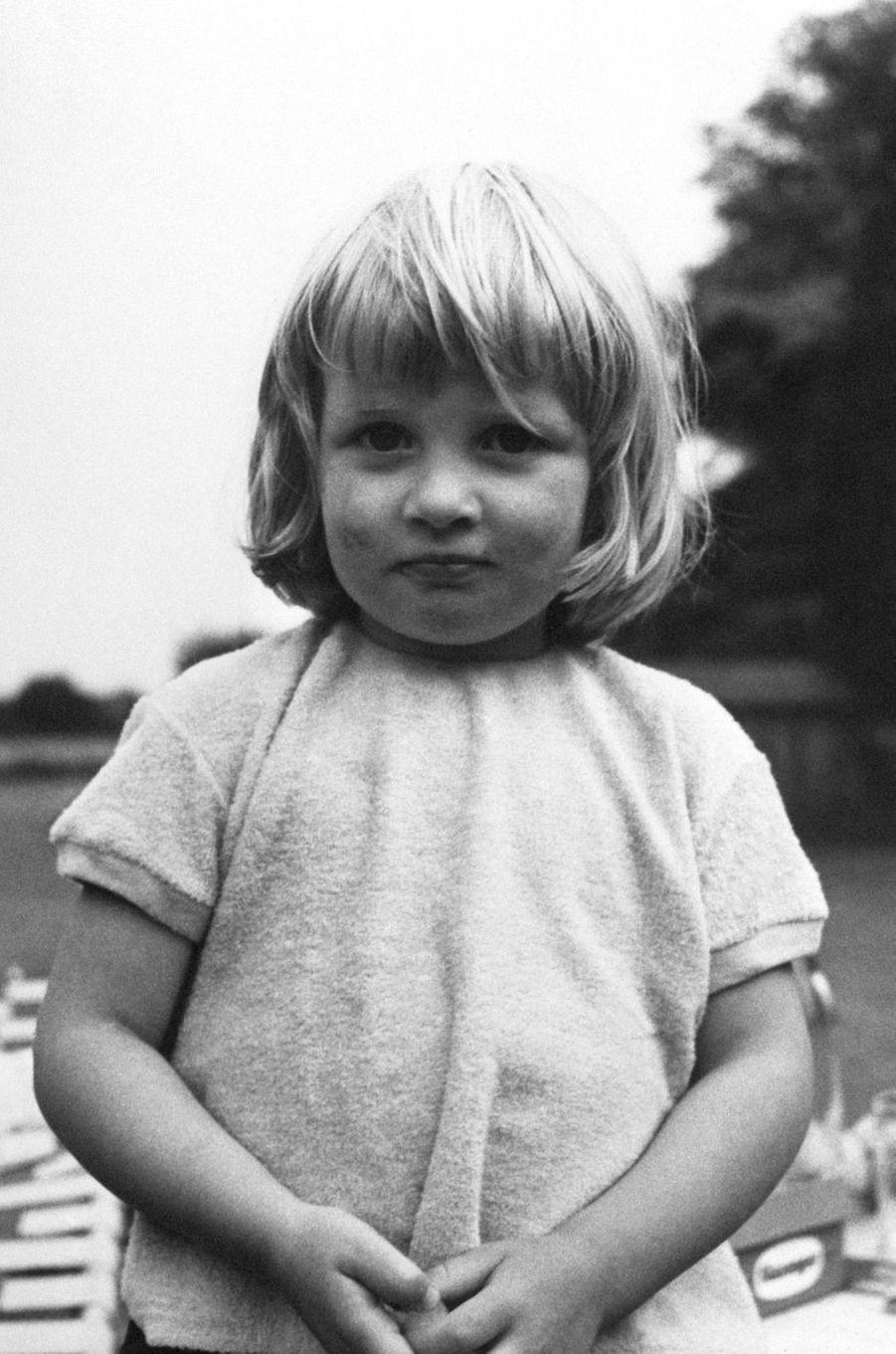 Diana Spencer en août 1964