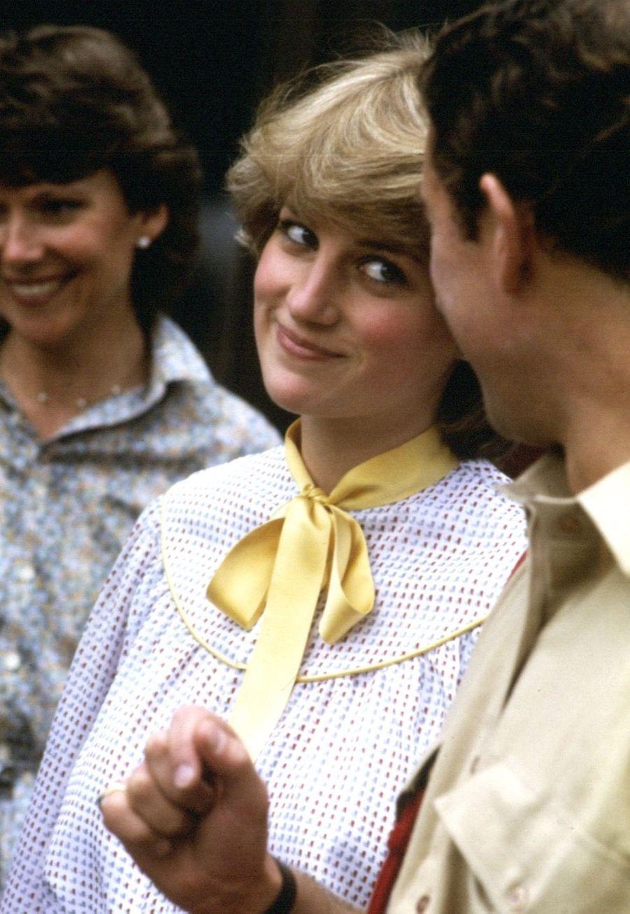 Diana et son fiancé Charles, en visite dans le Cheshire, cinq jours avant le mariage, le 24 juillet 1981.