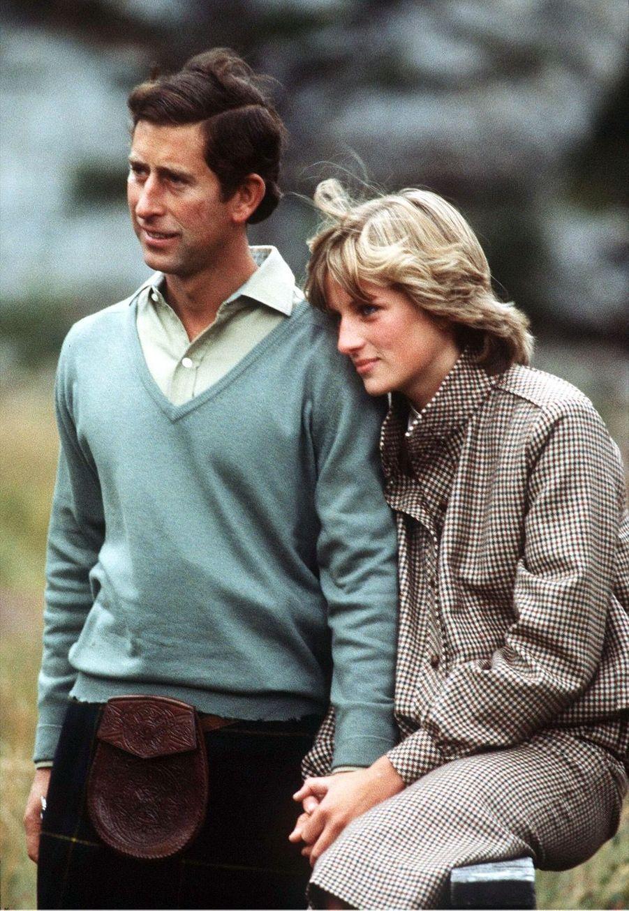 La princesse Diana et le prince Charles, lors de leur lune de miel à Balmoral, en août 1981.