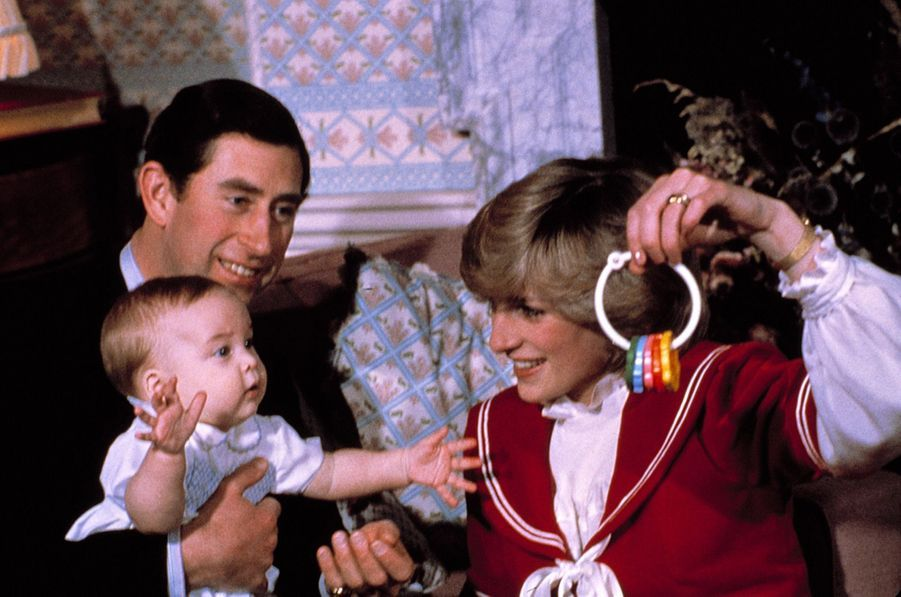 La princesse Diana et le prince Charles avec William en 1983.