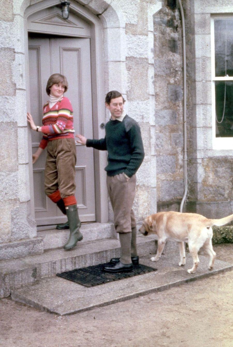 Lady Diana et son fiancé Charles, à Balmoral, le 5 mai 1981.