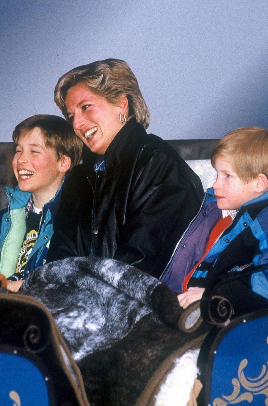 Lady Diana avec ses fils les princes William et Harry en 1993
