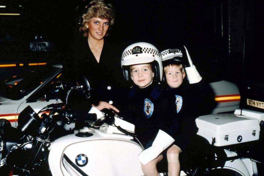 Lady Diana avec ses fils les princes William et Harry le 13 novembre 1987