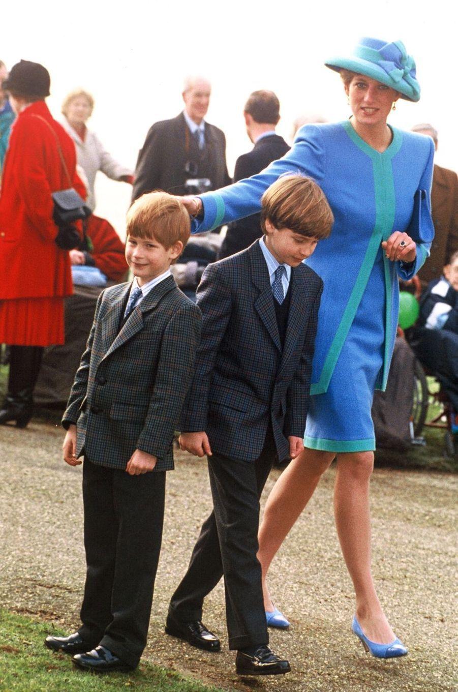 Lady Diana avec ses fils les princes William et Harry le 25 décembre 1991