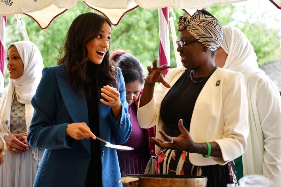Meghan a collaboréaulancement d'un livre de recettes de cuisinedont les bénéficies aideront les familles des victimes. Elle a à nouveau souligné l'importance de la cuisine comme facteur de cohésion multiculturelle, elle qui aime vivre à Londres, si cosmopolite.