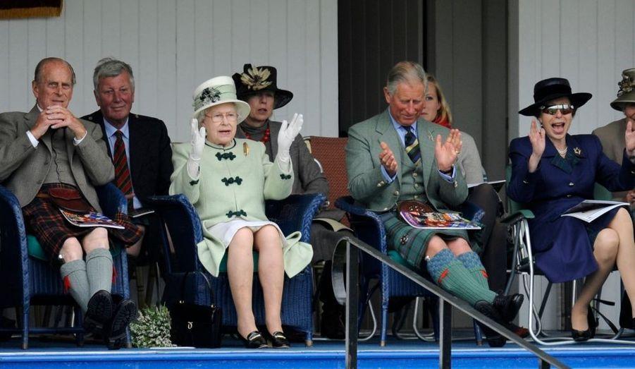 De gauche à droite: Le Prince Philip, la reine Elizabeth, le Prince Charles, la Princesse Anne.