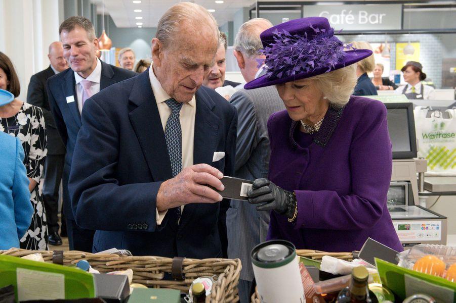 Le prince Philip et la duchesse de Cornouailles Camilla à Poundbury, le 27 octobre 2016