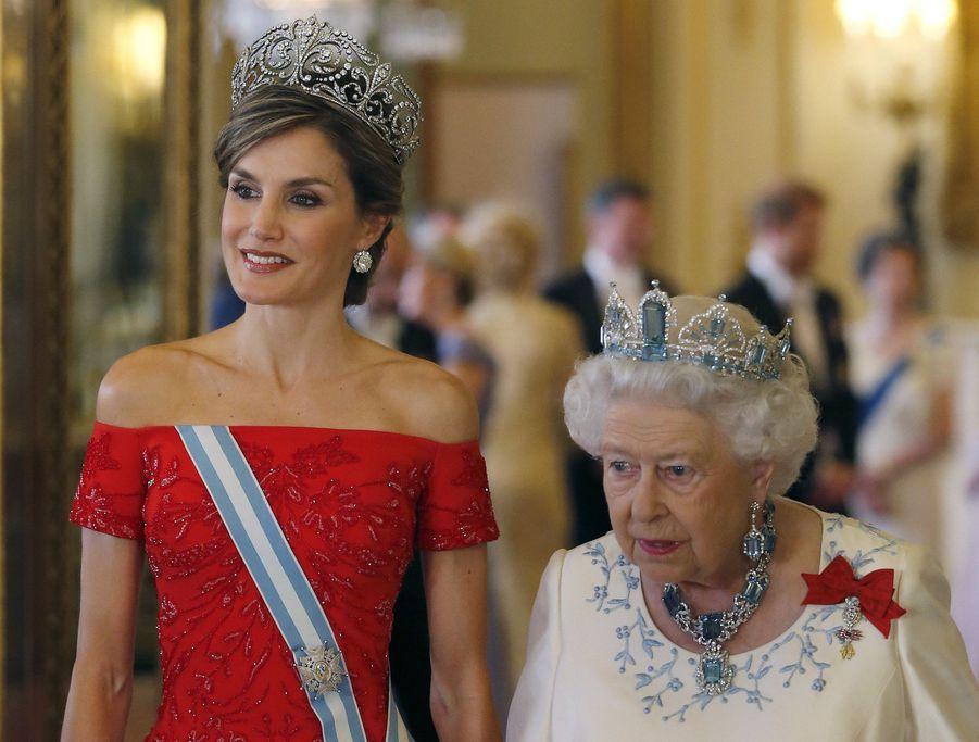 Les reines Letizia d'Espagne et Elizabeth II à Londres, le 12 juillet 2017