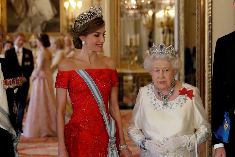 La reine Elizabeth II et le prince Philip avec la reine Letizia et le roi Felipe VI d'Espagne à Londres, le 12 juillet 2017. Au second plan la duchesse Catherine de Cambridge et le prince Harry.