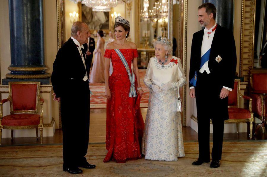 La reine Elizabeth II et le prince Philip avec la reine Letizia et le roi Felipe VI d'Espagne à Londres, le 12 juillet 2017