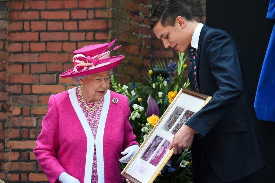 La reine Elizabeth II à Berkhamsted, le 6 mai 2016