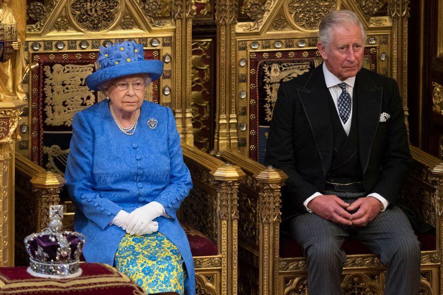 La reine Elizabeth II et le prince Charles à Londres, le 21 juin 2017