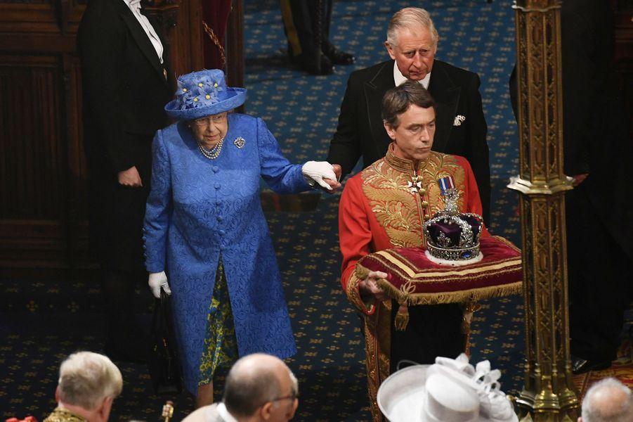 La reine Elizabeth II et le prince Charles lors de l'ouverture du Parlement à Londres, le 21 juin 2017