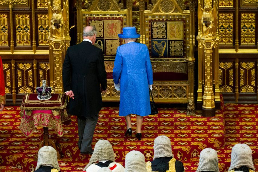 La reine Elizabeth II et le prince Charles à la Chambre des Lords à Londres, le 21 juin 2017