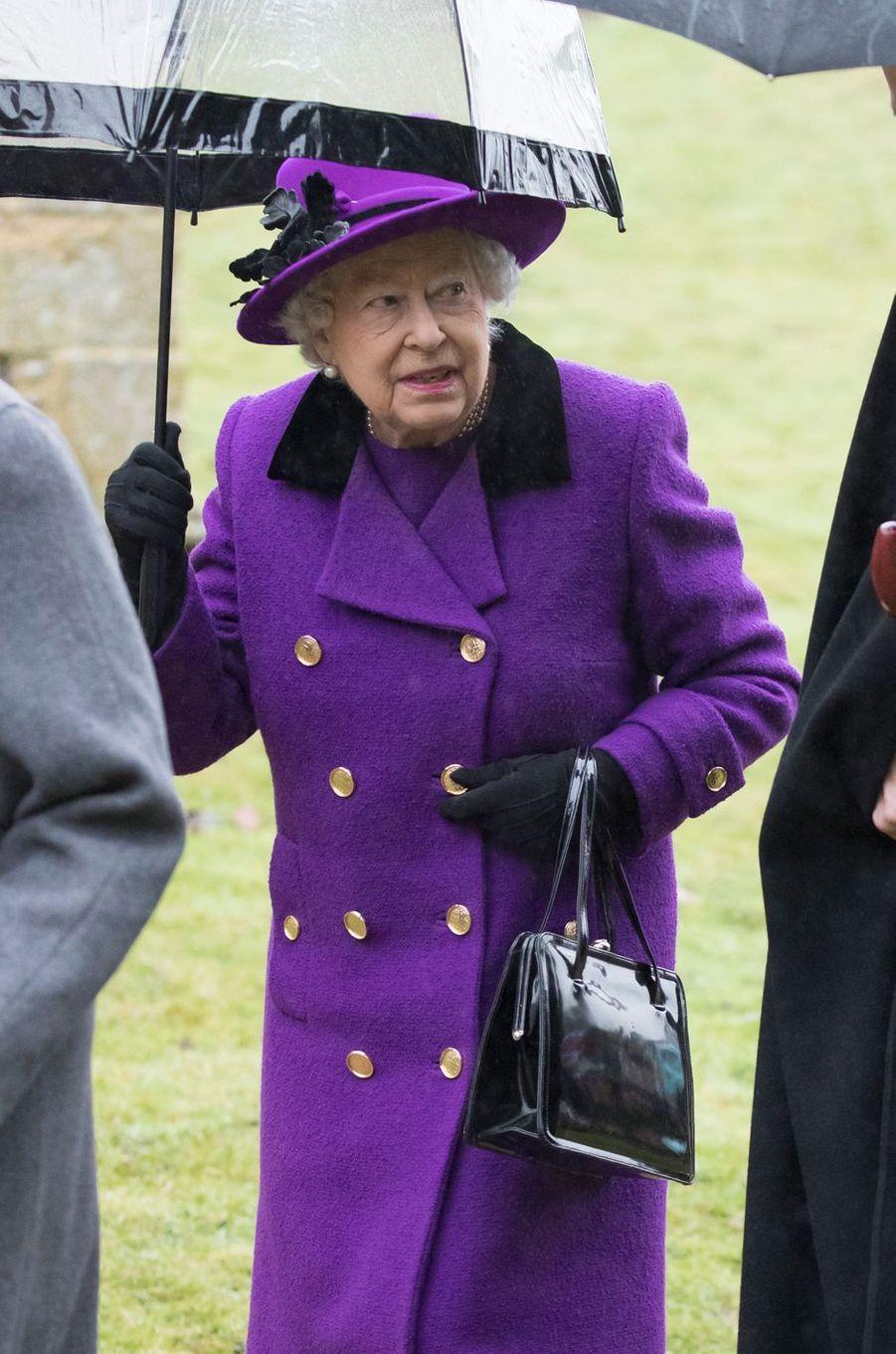 La reine Elizabeth II se rend à la messe à Flitcham, le 15 janvier 2017