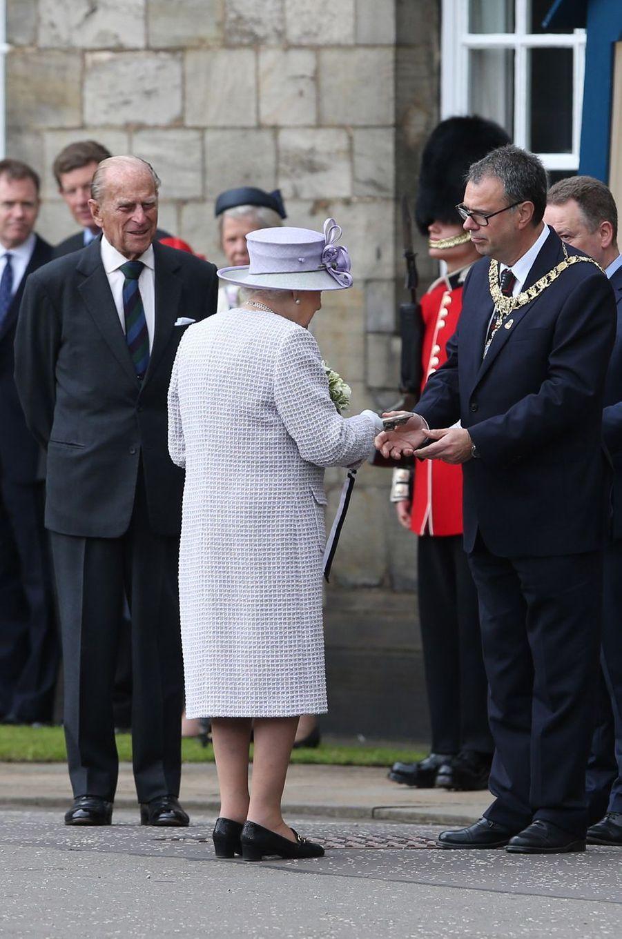 La reine Elizabeth II avec le prince Philip à Edimbourg, le 1er juillet 2016