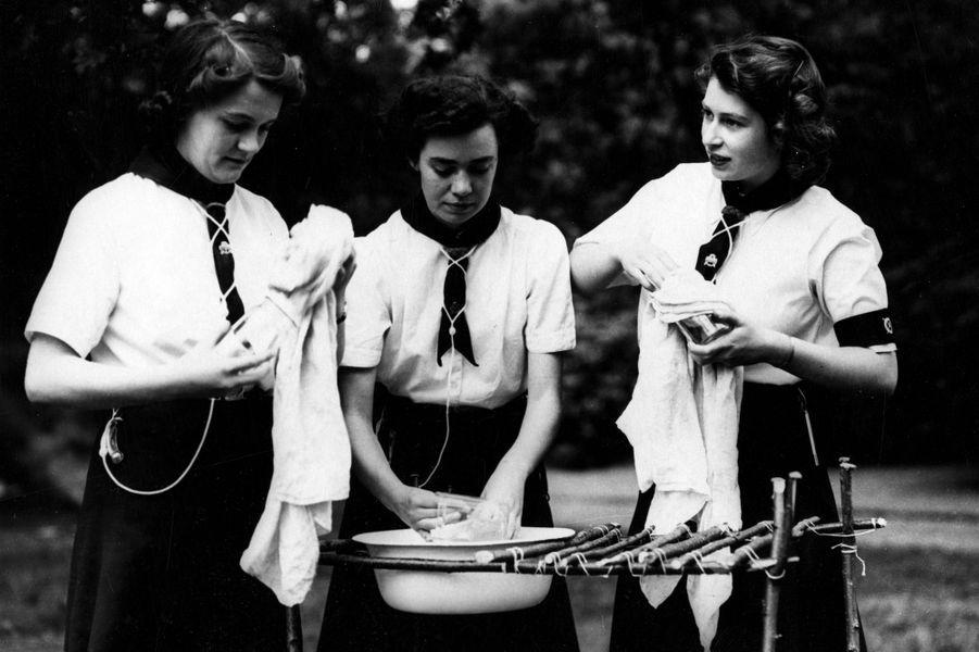 La princesse Elizabeth (à droite), le 24 juillet 1944