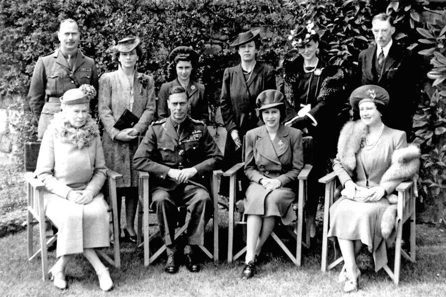 La princesse Elizabeth avec la famille royale pour ses 18 ans, le 21 avril 1944