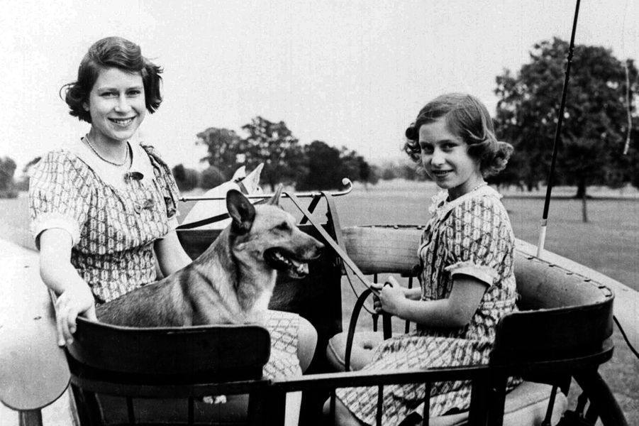 La princesse Elizabeth avec sa soeur la princesse Margaret, en 1941
