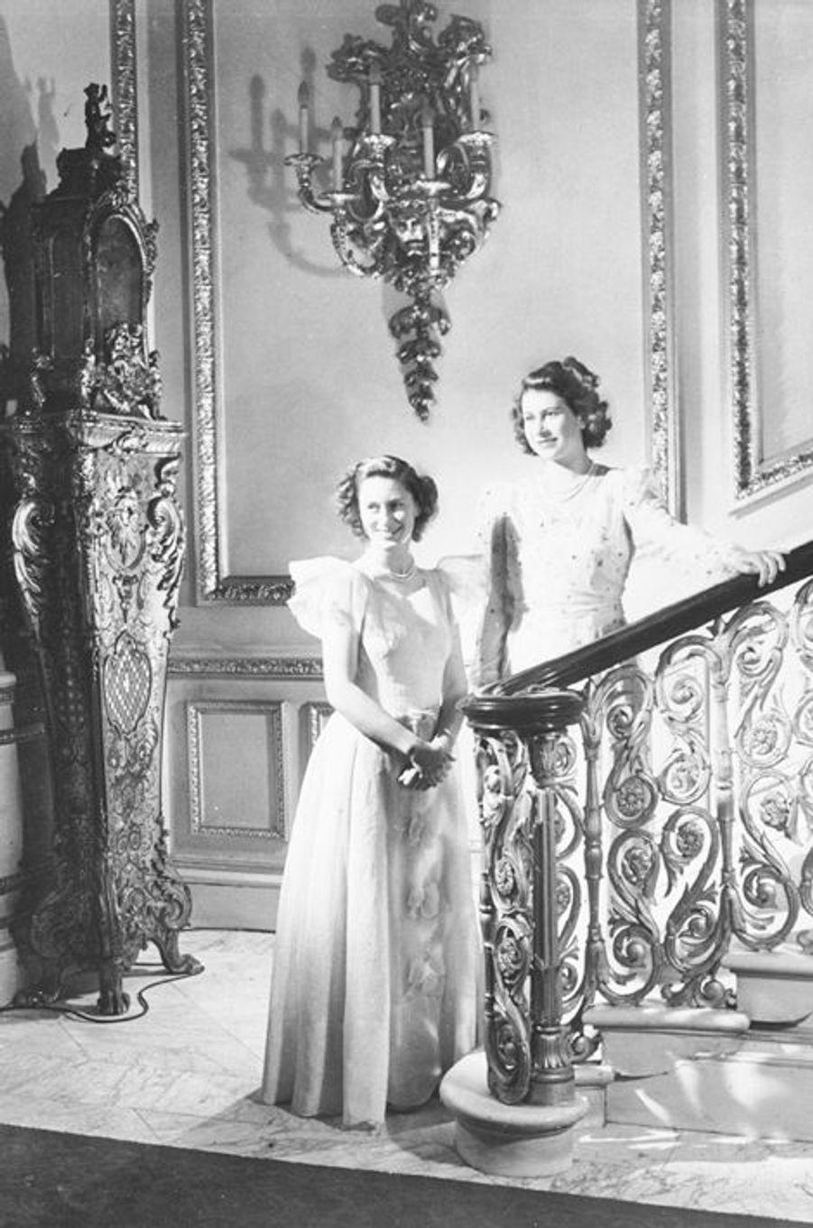 La princesse Elizabeth avec sa soeur la princesse Margaret, le 16 février 1946