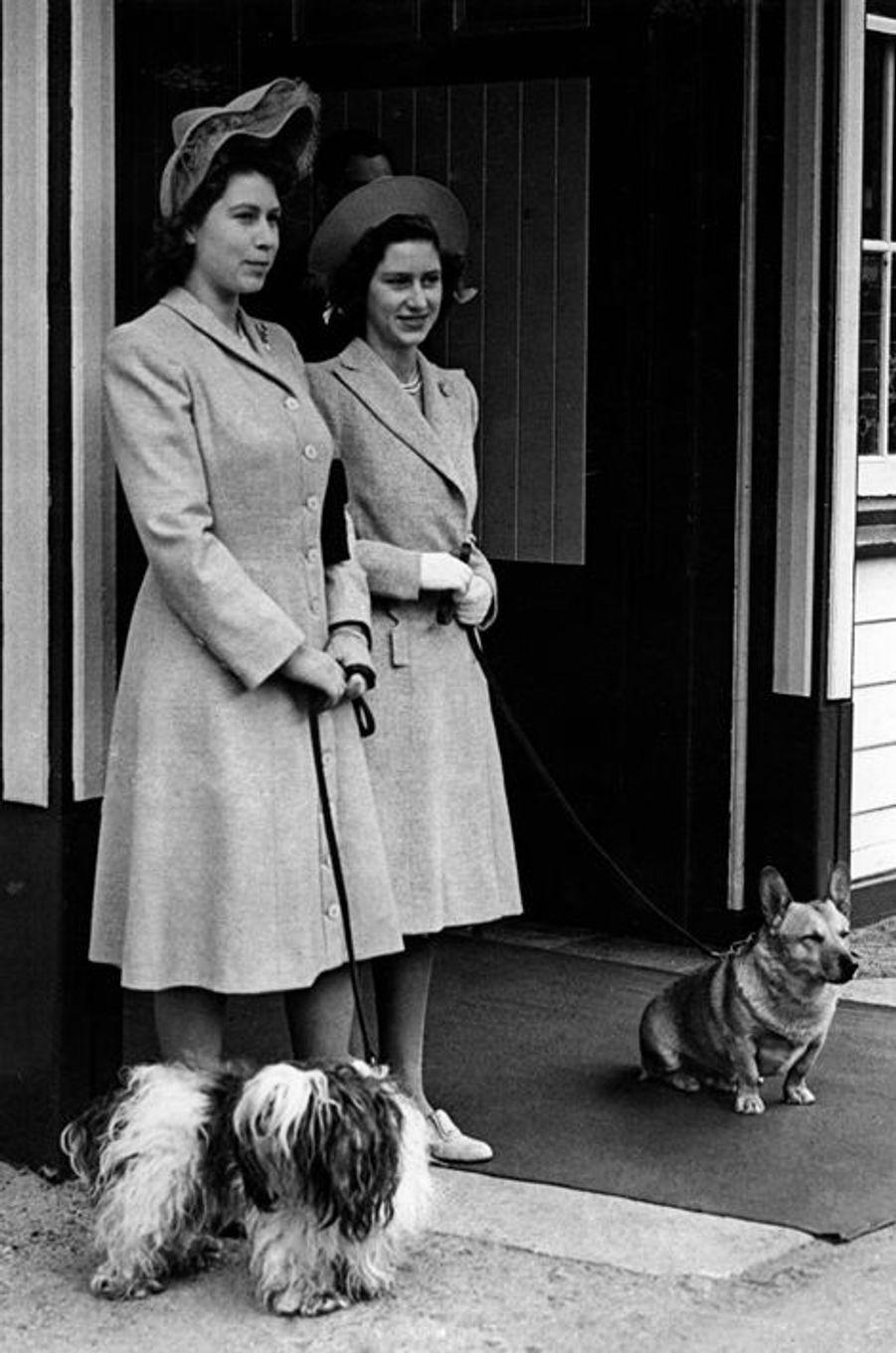 La princesse Elizabeth avec sa soeur la princesse Margaret, le 9 août 1946