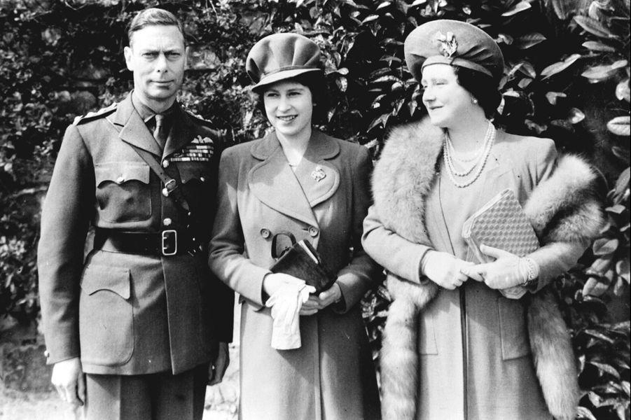 La princesse Elizabeth avec ses parents pour ses 18 ans, le 21 avril 1944