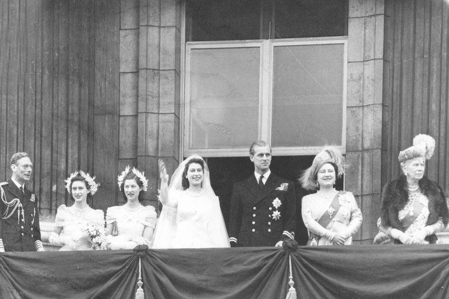 La princesse Elizabeth et le prince Philip avec la famille royale britannique le jour de leur mariage, le 20 novembre 1947
