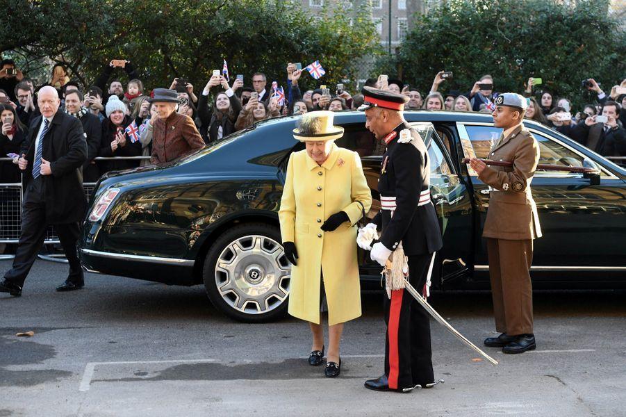 La reine Elizabeth II à Londres, le 1er décembre 2016