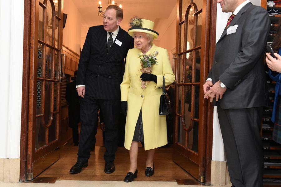 La reine Elizabeth II en visite au Goodenough College à Londres, le 1er décembre 2016