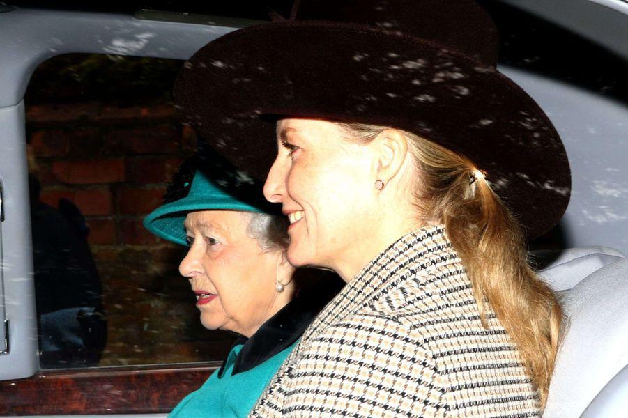 La reine Elizabeth II et sa belle-fille la comtesse Sophie de Wessex à Sandringham, le 31 décembre 2017