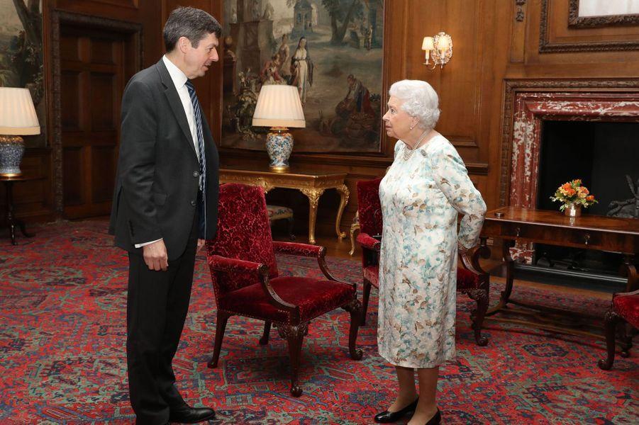 La reine Elizabeth II avec le président du Parlement écossais à Edimbourg, le 4 juillet 2017
