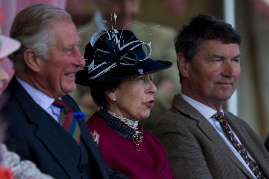Le prince Charles avec la princesse Anne et son mari au Highlands Braemar Gathering, le 2 septembre 2017