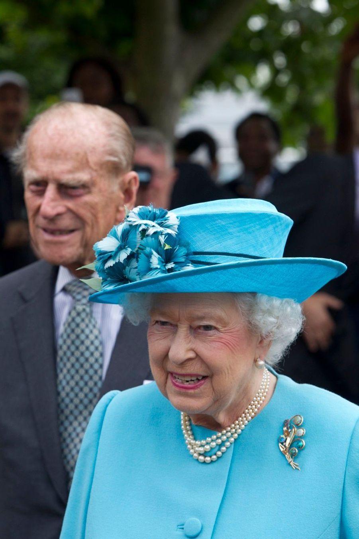 Une reine en bleu et un prince facétieux