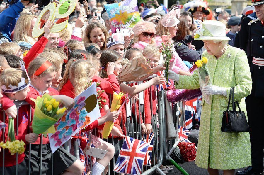 Elizabeth II fête ses 90 ans avec un bain de foule