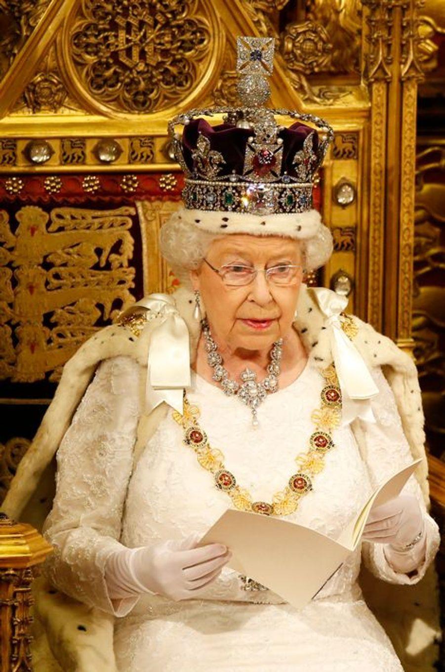 La reine Elizabeth II au Parlement à Londres, le 18 mai 2016