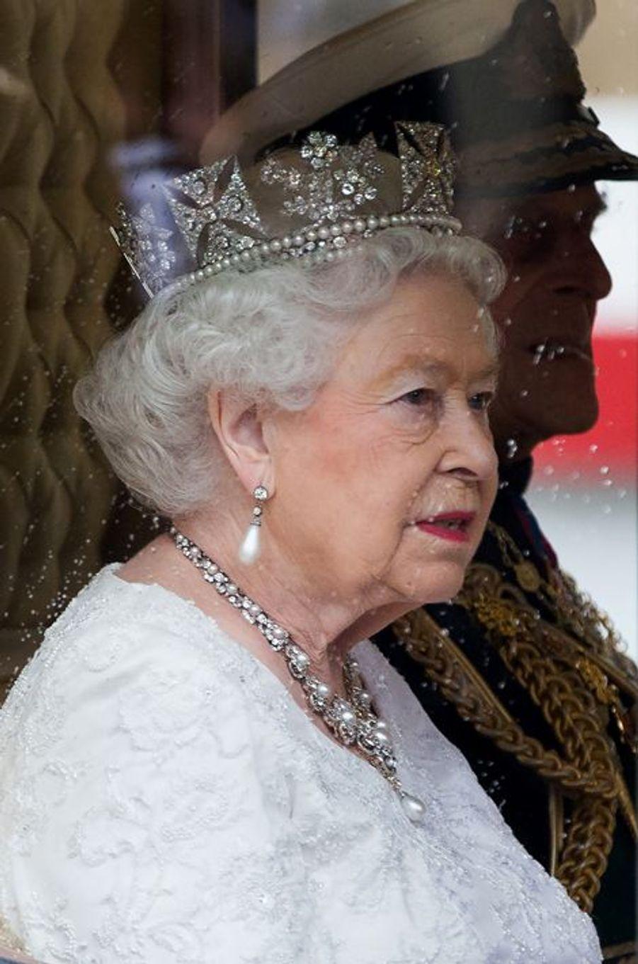 La reine Elizabeth II et le prince Philip dans leur carrosse à Londres, le 18 mai 2016