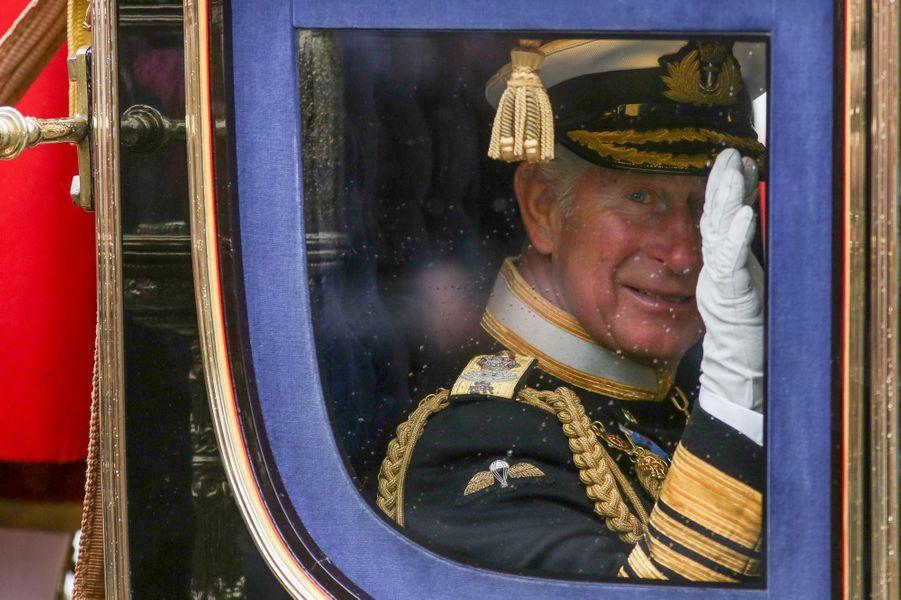 Le prince Charles dans un carrosse à Londres, le 18 mai 2016
