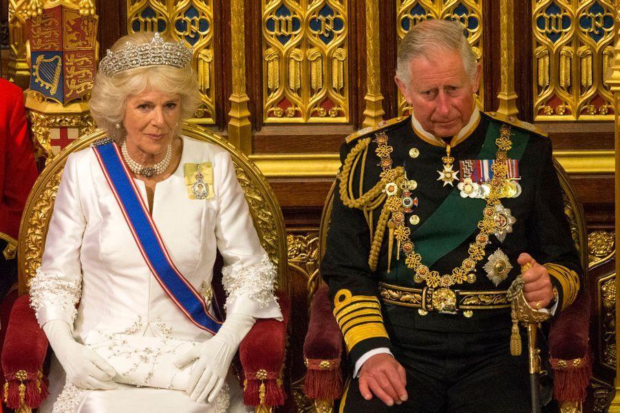 Le prince Charles et sa femme la duchesse de Cornouailles Camilla au Parlement à Londres, le 18 mai 2016