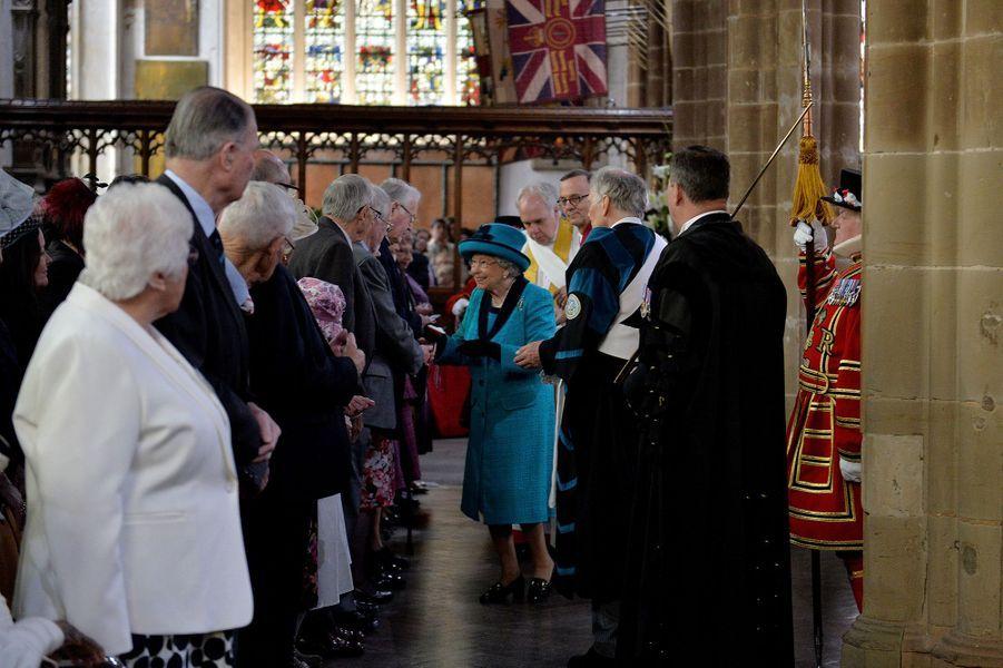 La reine Elizabeth II et le prince Philip dans la cathédrale de Leicester, le 13 avril 2017